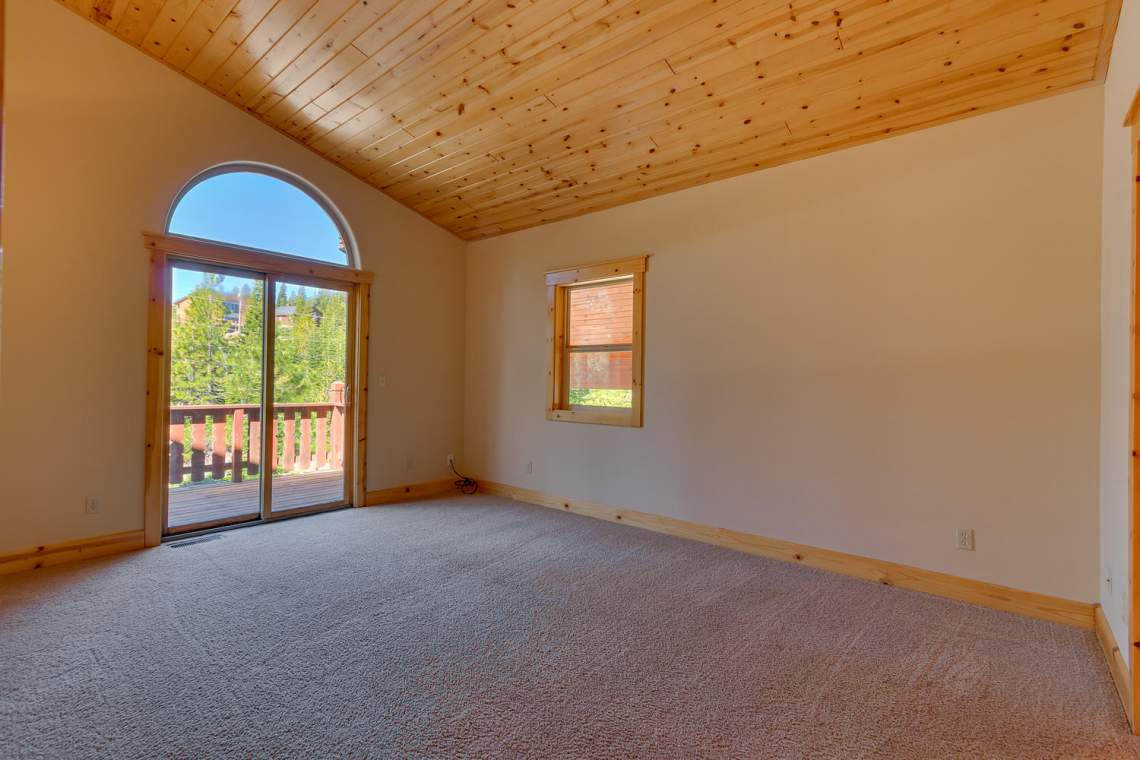 15071 Skislope Way Truckee CA-large-015-22-Bedroom-1500x1000-72dpi