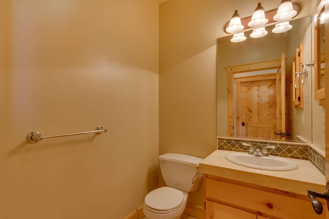 15071 Skislope Way Truckee CA-large-016-5-Bathroom-1500x1000-72dpi