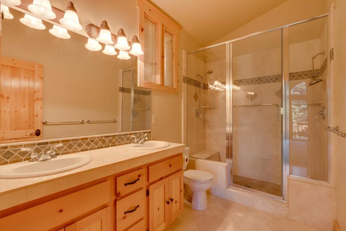 15071 Skislope Way Truckee CA-large-017-8-Bathroom-1500x1000-72dpi