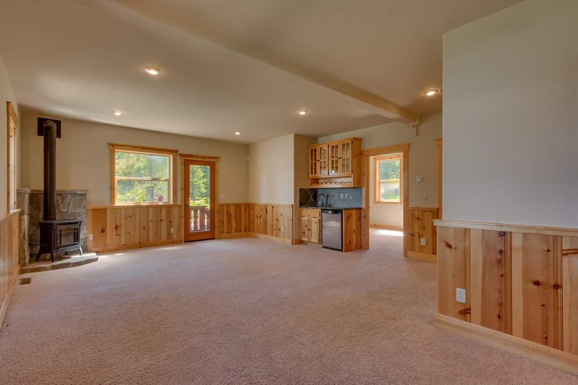 15071 Skislope Way Truckee CA-large-018-10-Family Room-1500x1000-72dpi