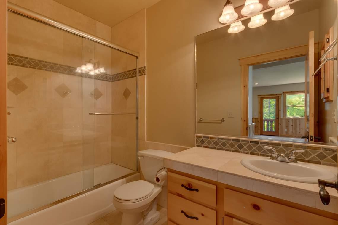 15071 Skislope Way Truckee CA-large-019-20-Bathroom-1500x1000-72dpi