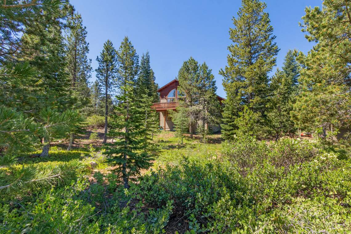 15071 Skislope Way Truckee CA-large-034-28-Back Exterior-1500x1000-72dpi