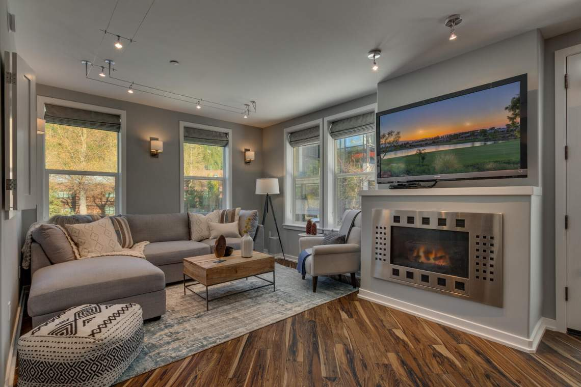 201-Squaw-Peak-Rd-Unit-718-large-001-011-Living-Room-1500x1000-72dpi