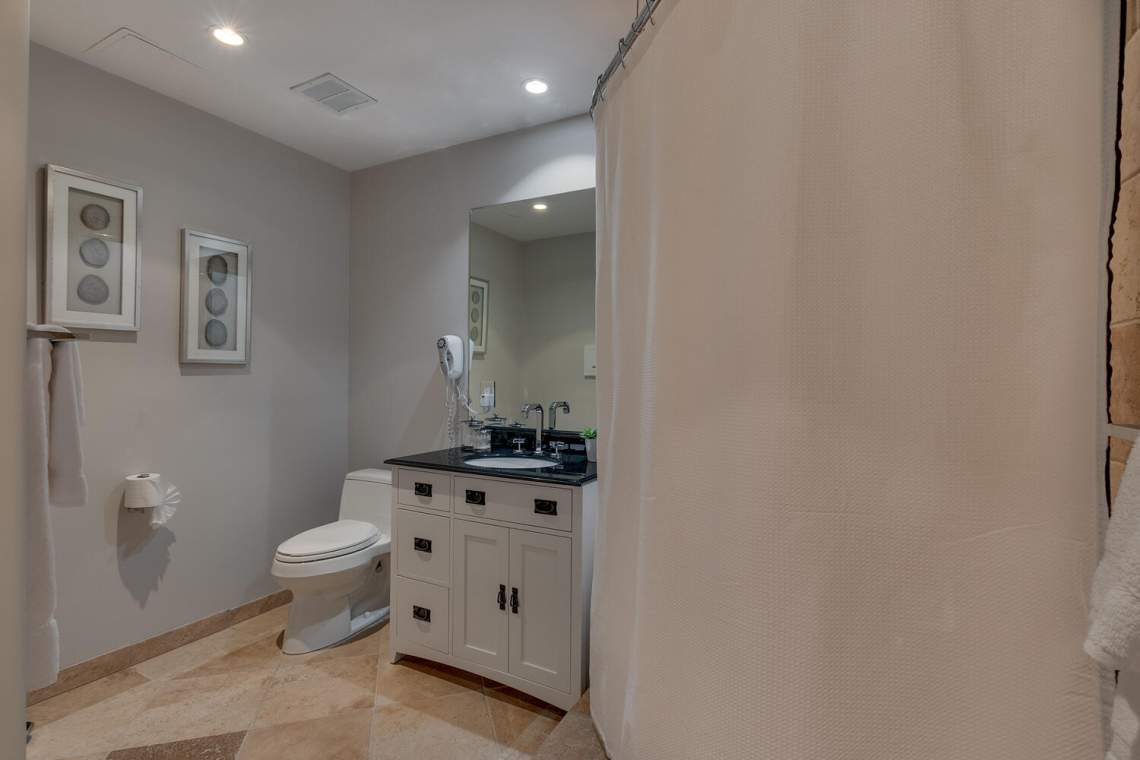 201-Squaw-Peak-Rd-Unit-718-large-015-022-Bathroom-1500x1000-72dpi