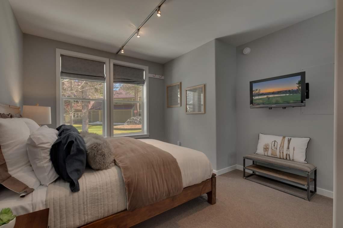 201-Squaw-Peak-Rd-Unit-718-large-016-024-Bedroom-1500x1000-72dpi