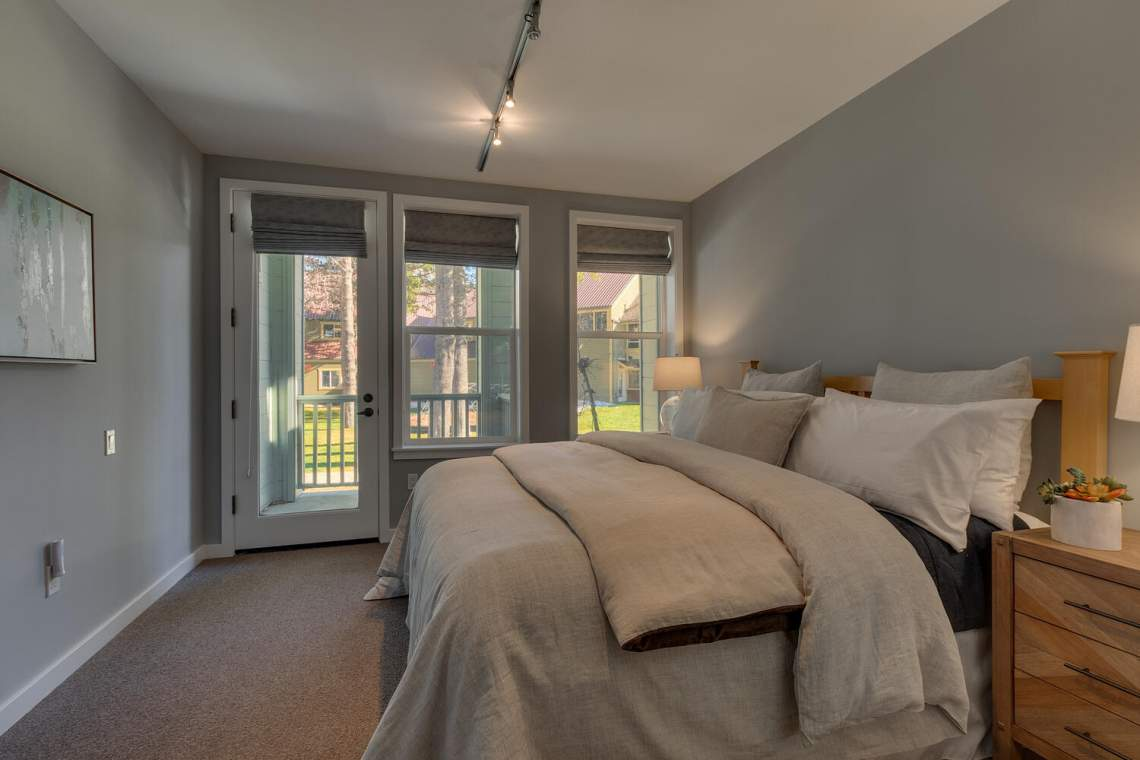 201-Squaw-Peak-Rd-Unit-718-large-021-025-Bedroom-1500x1000-72dpi