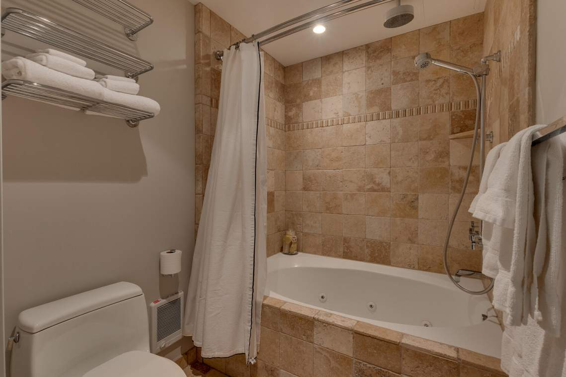 201-Squaw-Peak-Rd-Unit-718-large-023-021-Bathroom-1500x1000-72dpi