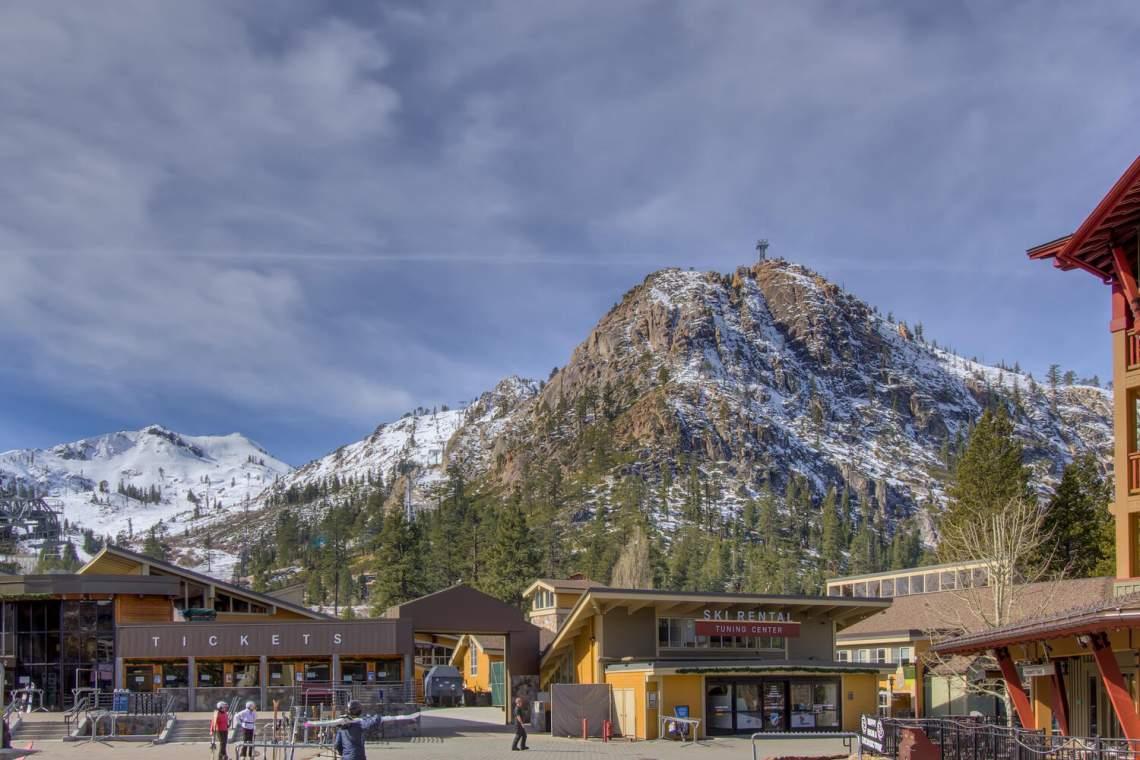 201-Squaw-Peak-Rd-Unit-718-large-029-004-Squaw-Valley-Ski-Resort-1500x1000-72dpi