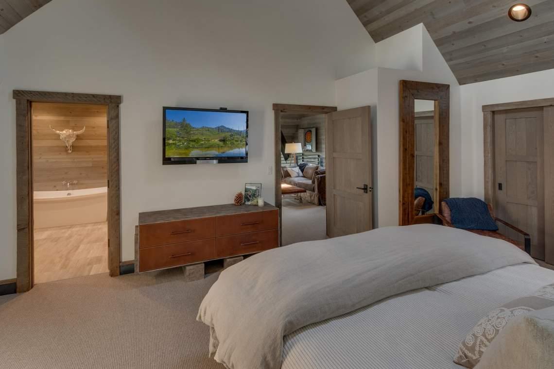 4104-Verbier-Rd-Tahoe-City-CA-large-017-005-Master-Bedroom-Ensuite-1500x1000-72dpi