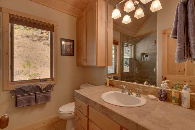 682 Victor Pl Olympic Valley-small-019-16-Bathroom-666x445-72dpi
