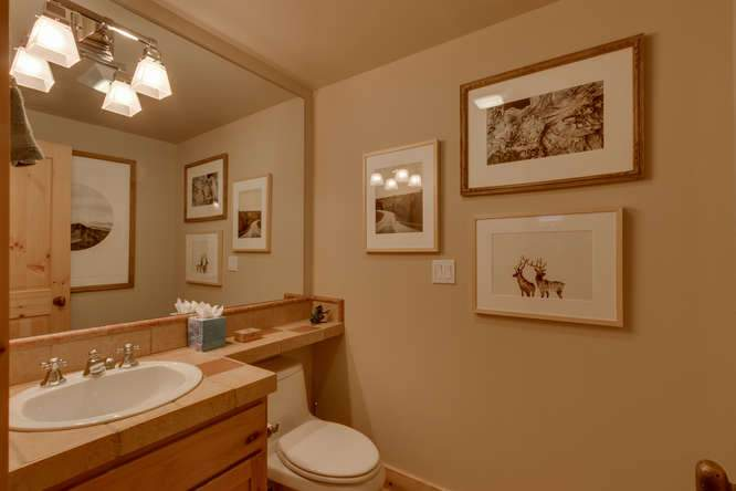682 Victor Pl Olympic Valley-small-021-6-Bathroom-666x445-72dpi