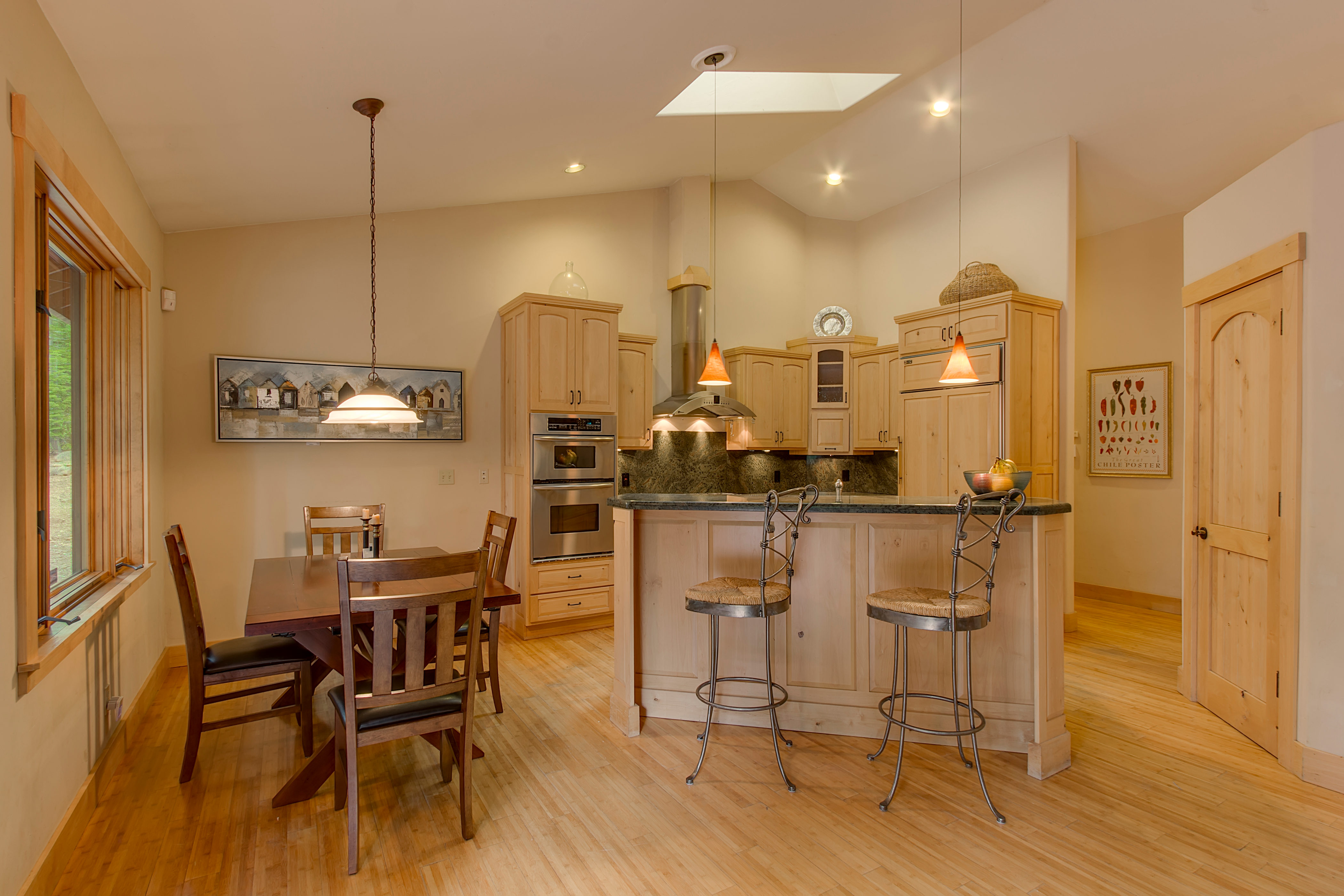 wwwbeaconlodgeinfo-print-006-13-KitchenBreakfast Bar-4200x2800-300dpi